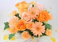 お祝いの花束アレンジメント事例